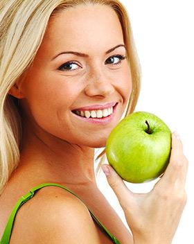 Отбеливание зубов яблоками